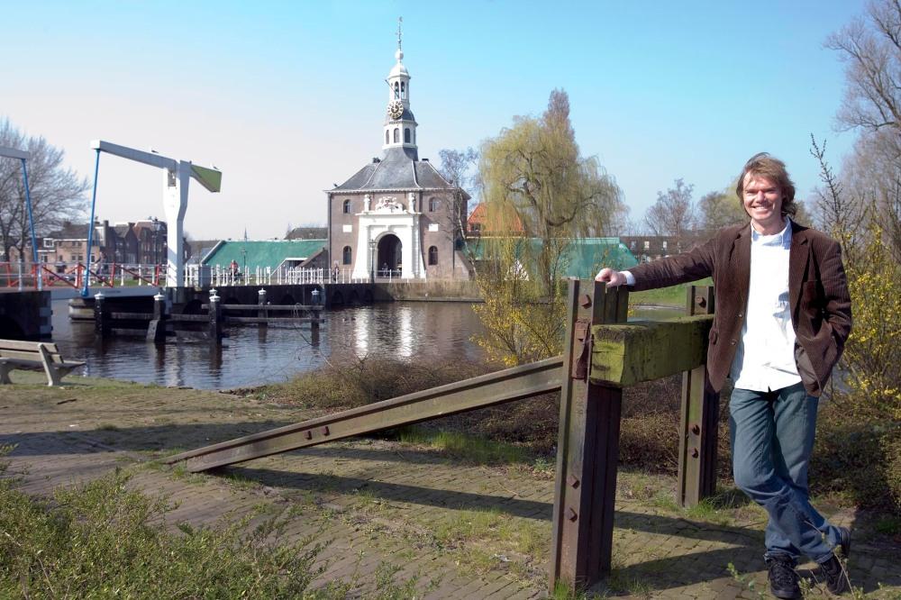 Wim Wegman bij spoor Zijlsingel Leiden