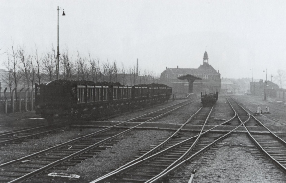 Emplacement Heerensingel. Foto uit De Haarlemmermeerspoorlijnen in oude ansichten