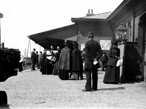 Het rond stuiterende station Velsen