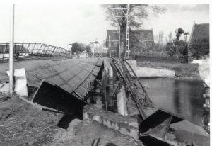 DE brug in 1945. Foto: collectie Stichting Historisch Genootschap De Blauwe Tram