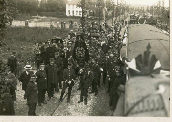 De opening van de lijn naar Overveen op 28 mei 1914. Foto: collectie Stichting Historisch Genootschap De Blauwe Tram