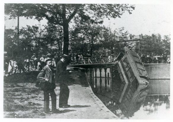 Het ongeluk bij de Wilsonsbrug. Foto: collectie Stichting Historisch Genootschap De Blauwe Tram