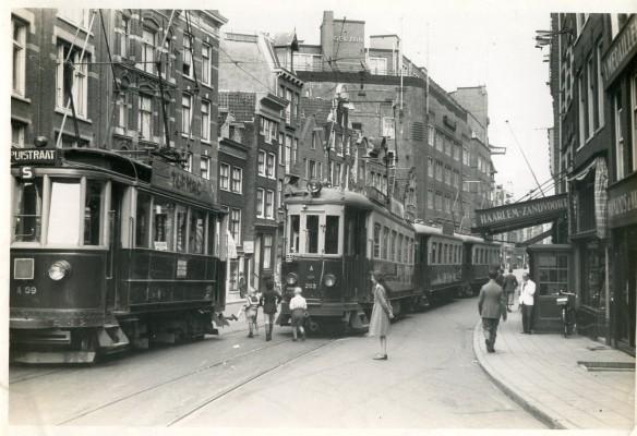 De Spuistraat. Foto: collectie Stichting Historisch Genootschap De Blauwe Tram