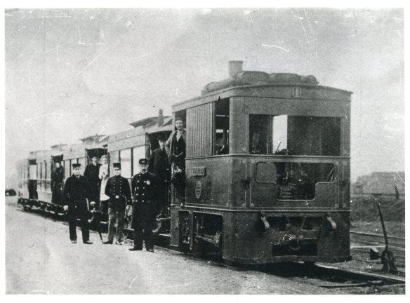 De gemoedelijke stoomtram. Foto: collectie Stichting Historisch Genootschap De Blauwe Tram