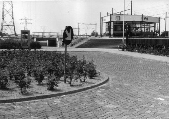 Het Sekstant-gebouw bij station Voorschoten. Foto: stationsweb.nl